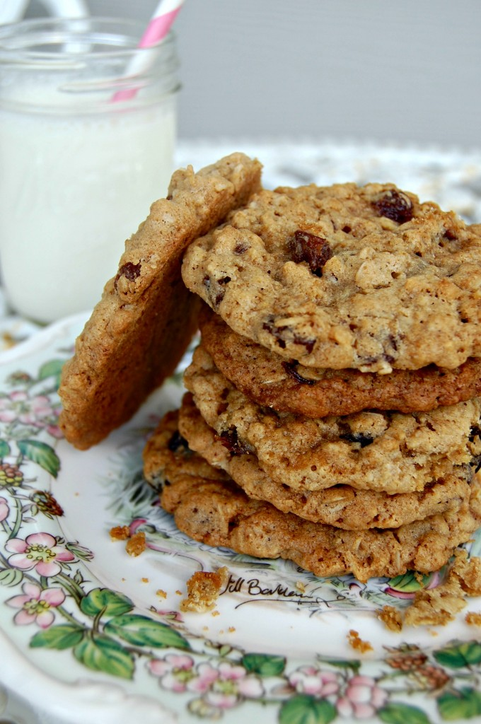 Cozycakes Cottage: Chewy Oatmeal Raisin Cookies